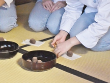 伝統を知り、和菓子づくりに活かしていく