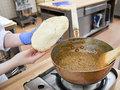 タンドールでナンを焼き上げていました